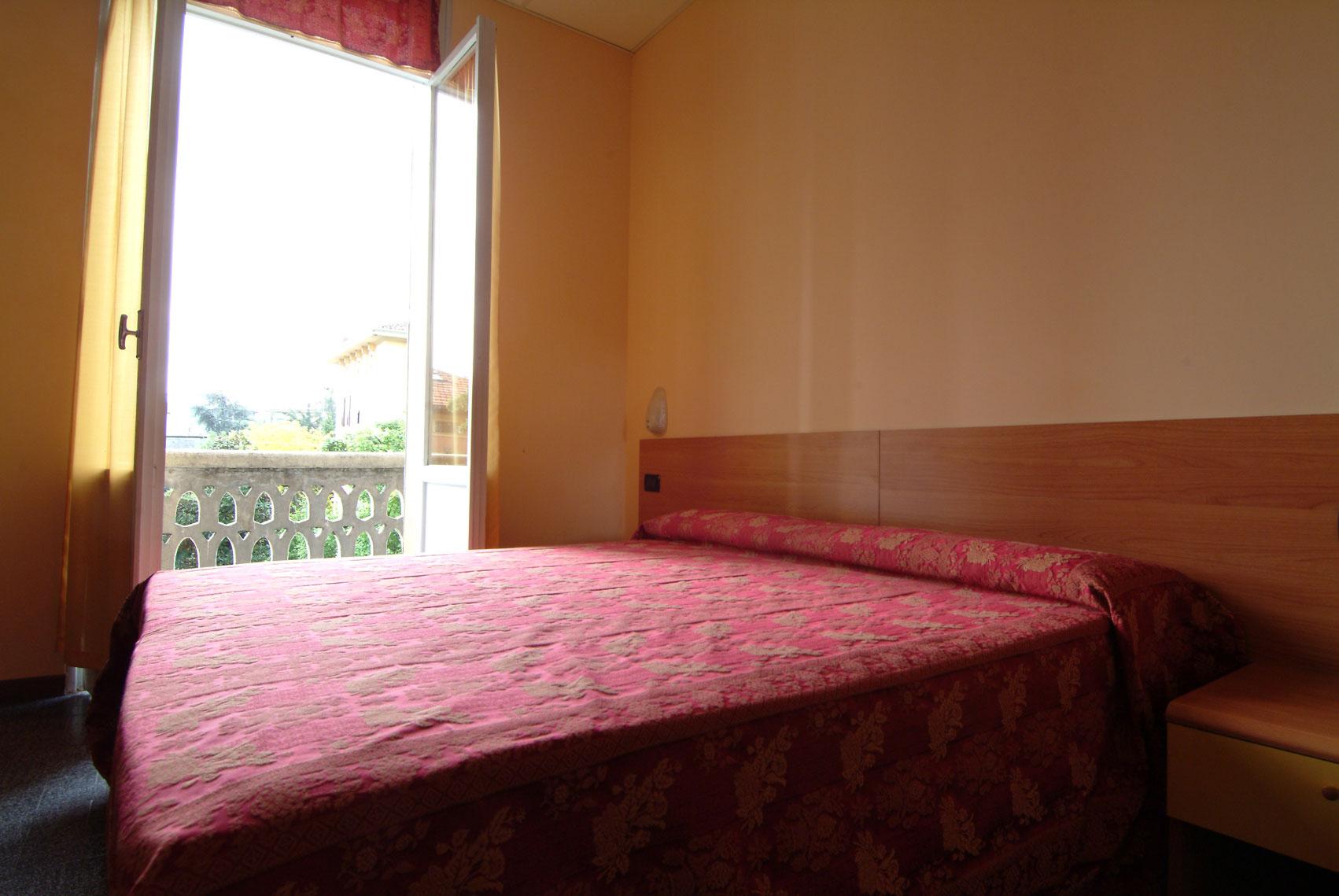 Camera matrimoniale con bagno in comune hotel sangeminiano